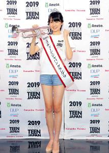 「ミス・ティーン・ジャパン」グランプリに輝いた宮部のぞみさんは、小4から習うトランペットを手に笑顔(カメラ・森田 俊弥)