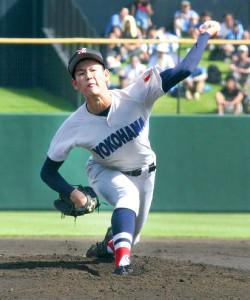東海大相模との準々決勝で2失点で完投勝利の横浜・及川(カメラ・青柳 明)