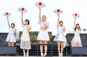 ラストライブを行ったベイビーレイズJAPANの(左から)渡邊璃生、高見奈央、林愛夏、傳谷英里香、大矢梨華子