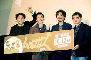 舞台あいさつした(左から)満島真之介、草ナギ剛、柄本時生、西見祥示郎監督