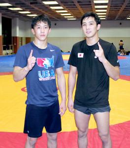 世界一を目指す乙黒圭祐(右)と弟・拓斗はともに「NO1ポーズ」を取る