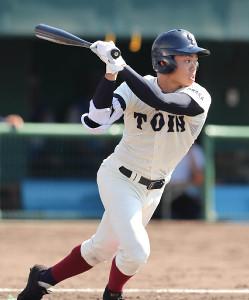 4回1死一塁、中越えに先制の適時二塁打を放つ大阪桐蔭・根尾(カメラ・谷口 健二)