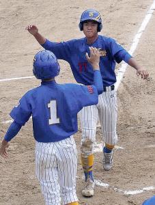 枚方は3回、加藤の適時二塁打で村上が生還