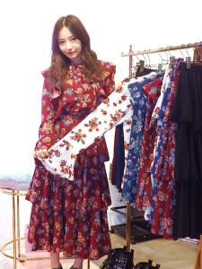 自身がプロデュースするファッションブランドの展示会を行った村瀬紗英