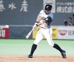 5回1死一塁、田中賢は3安打目となる中前打を放つ