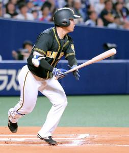 中日戦で今季全試合出場を果たした阪神・糸原。今季最終打席は中飛に倒れた