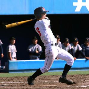 9回1死満塁から右前へサヨナラ適時打を放つ荒井