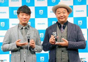シェーバーの新商品発表会に出席したTKOの木本武宏(左)と木下隆行
