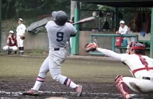 12回、決勝の2ランを放った慶大・市野澤
