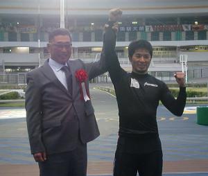 千葉競輪の開設69周年記念G3「滝沢正光杯」制した村上義弘(右)