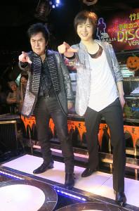 イベントを行った竹島宏(右)、左はゲストの水木一郎