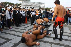 DDTの路上プロレスが展開された東京ラーメンショー