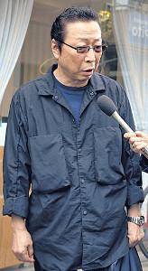 弔問に訪れた石倉三郎