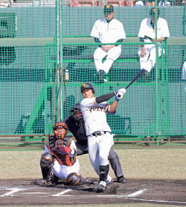 今キャンプ初の紅白戦で、第3次原政権下では初本塁打となるソロを左翼へ放つ和田恋