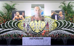 山本KID徳郁さんの祭壇には思い出の写真や品が並べられていた
