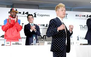 メイウェザー(左端)と対戦する那須川天心