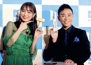 田中圭との会合は「ご近所会」と語った内田理央(右は八嶋智人)