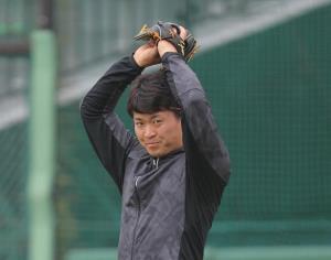 ジャイアンツ球場で自主練習する中井