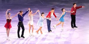 レジェンドオンアイスに出演したメンバー。左から、荒川静香、高橋大輔、鈴木明子、伊藤みどり、織田信成、川口悠子、本田武史