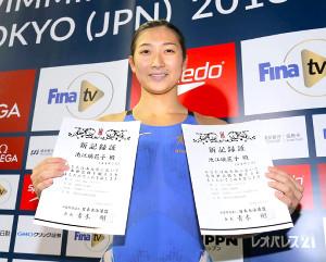 女子100Mバタフライでサラ・ショーストロムを破り、優勝した池江璃花子