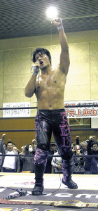 勝利後、486人の観客と共に「松山最高」と叫ぶMAO
