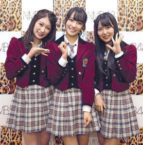 新体制でテレビ初パフォーマンスを披露する、NMB48の(左から)吉田朱里、小嶋花梨、白間美瑠