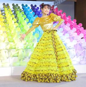 ミッキーマウス90周年マジックオブカラーに黄色のロングドレスで登場した高橋愛