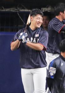日米野球第6戦に4番で先発出場する岡本(カメラ・池内 雅彦)