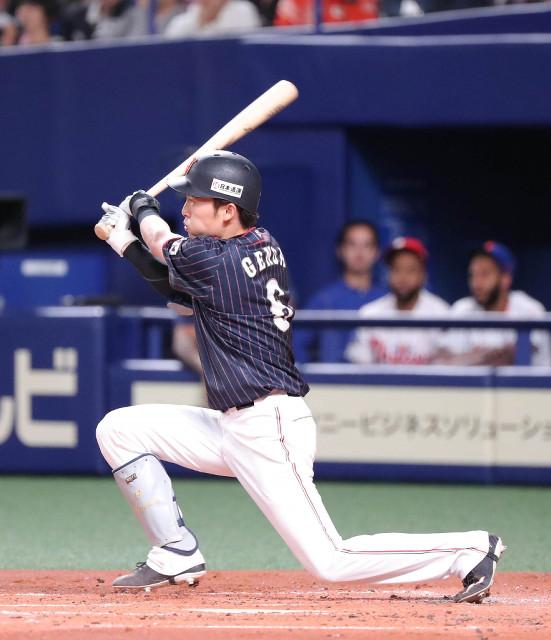 2回無死満塁、先制の右翼線への3点適時三塁打を放つ源田(カメラ・義村 治子)