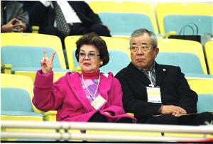 おしどり夫婦だった野村克也(右)、沙知代夫妻