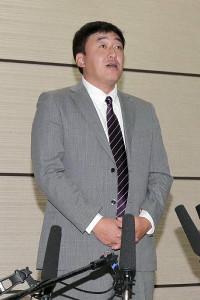 FA宣言した西武・浅村との交渉を終え、会見に臨む楽天・石井GM