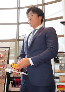 800万円でサインした和田(カメラ・生澤 英里香)