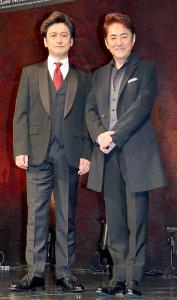 ミュージカル「ラブ・ネバー・ダイ」製作発表に参加した市村正親(右)と石丸幹二