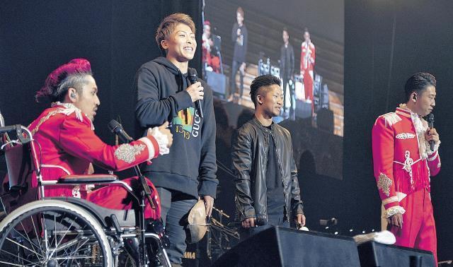 C&Kの10周年に駆けつけた井上尚弥(左から2人目)と弟の拓真(同3人目)。CLIEVY(左端)とKEENも感激