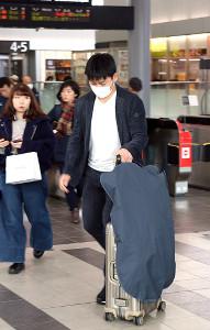 巨人との交渉を終え、広島駅に到着した広島・丸