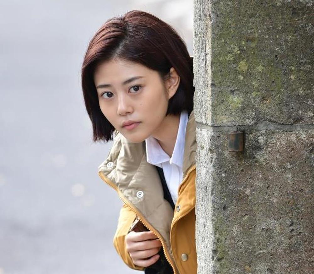 バッサリと切ったヘスタイルで「メドン・ド・ポリス」に出演する高畑充希(C)TBS