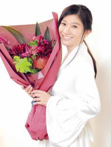 初の主演女優賞を喜ぶ篠原涼子。夫の市村正親からは「握手して『良かったね』って祝福されました」