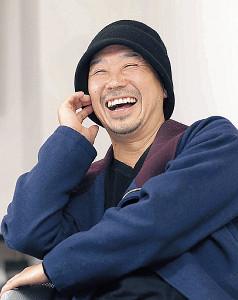 普段は渋い印象だが、笑顔で受賞を喜ぶ大森立嗣監督