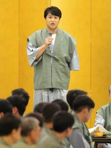 納会であいさつをする高橋由伸前監督