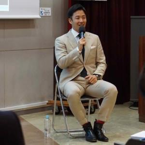 指導者講習会で指導者の質問に答える日本ハム・斎藤佑樹