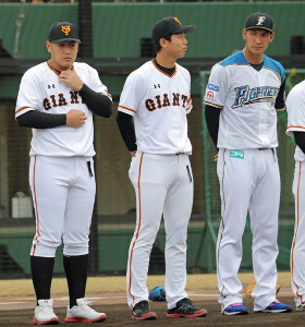 野球教室で共演した(左から)岡本、畠、大田