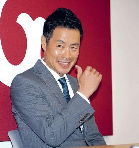契約更改を終え、来季に向けて意気込みを語った亀井(カメラ・森田 俊弥)