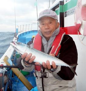 50センチ級のサバを釣った藤井昇さん