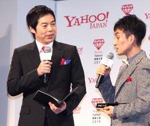 矢部太郎(右)にインタビューする今田耕司