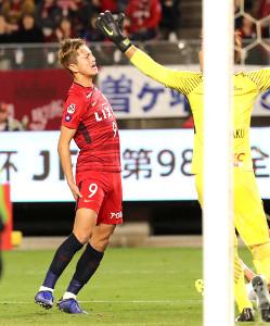後半終了間際、鹿島・鈴木が右太もも裏を痛める
