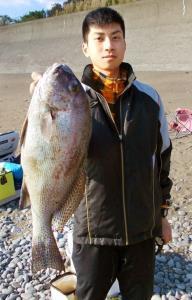 徳島・蒲生田岬で大型コロダイを釣った堺市の大野さん