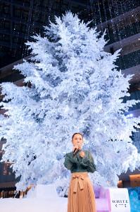 「KITTE」でクリスマスライブを行った西野カナ