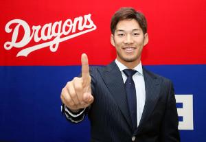 背番号1への変更に、大喜びの中日・京田