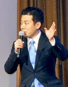結婚後初めての公の場で新婚生活について語った藤山扇次郎