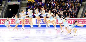 女子SPでトリプルアクセルを決める紀平梨花(右から左へ連続合成写真=カメラ・相川 和寛)